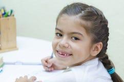Девушка на ее столе стоковые фото