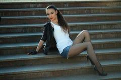 Девушка на лестницах Стоковое Изображение RF