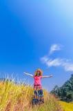 Девушка на золотых террасах Стоковые Фотографии RF