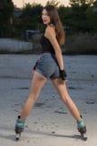Девушка на коньках ролика Стоковые Изображения