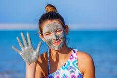 Девушка на мертвом море, Израиле Стоковые Фотографии RF