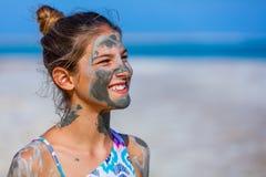 Девушка на мертвом море, Израиле Стоковые Изображения