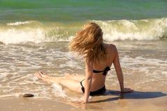 Девушка на море стоковое фото rf