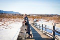 Девушка на мосте Стоковые Фотографии RF
