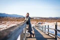 Девушка на мосте Стоковая Фотография