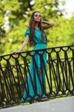 Девушка на мосте Стоковые Изображения