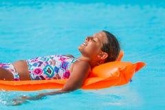 Девушка на плавательном бассеине Стоковая Фотография RF
