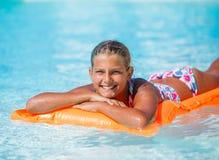 Девушка на плавательном бассеине Стоковое Изображение RF