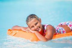 Девушка на плавательном бассеине Стоковое Изображение