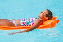 Девушка на плавательном бассеине Стоковые Изображения RF