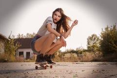 Девушка на скейтборд Стоковое фото RF