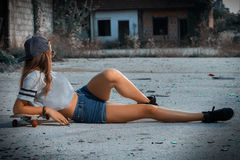Девушка на скейтборд Стоковое Изображение RF