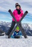 Девушка на снеге под лыжей Стоковые Фото