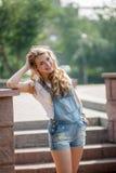 Девушка на стене Стоковая Фотография