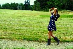 Девушка на следе Стоковое Изображение RF