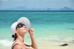 Девушка на тропическом острове Стоковое Изображение RF