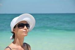 Девушка на тропическом острове Стоковая Фотография RF