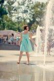 Девушка на фонтане Стоковая Фотография RF