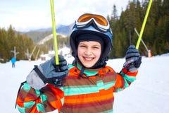 Девушка на лыжах. Стоковые Фотографии RF