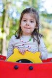 Девушка на rudder в спортивной площадке Стоковое Изображение