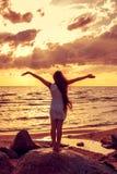 Девушка на seashore Стоковая Фотография RF