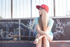 Девушка на skatepark стоковые изображения