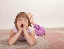 девушка немногая смотря удивлена Стоковая Фотография RF