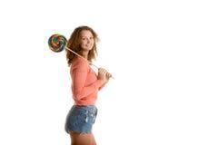 Девушка носит гигантский леденец на палочке Стоковые Фотографии RF
