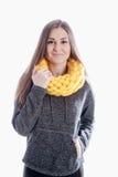 Девушка нося толстый шарф Стоковые Изображения