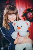Девушка обнимая игрушку Стоковые Фото