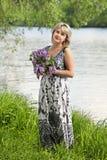 девушка около воды Стоковое Изображение