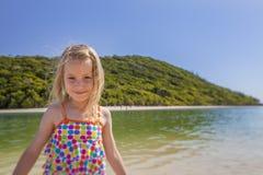 Девушка около моря Стоковые Изображения