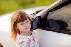 Девушка около автомобиля Стоковое фото RF