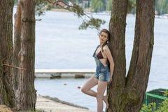 Девушка около дерева на озере Стоковая Фотография