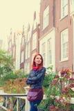 Девушка около домов в Амстердаме Стоковое Изображение RF