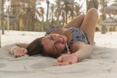 Девушка около пальм и песка Стоковая Фотография RF