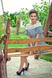 Девушка около солнцецветов в коротком платье 11 Стоковые Фотографии RF