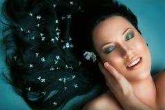 Девушка ослабляя в салоне спы Стоковое Изображение