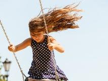 Девушка отбрасывая на набор качани Стоковое Фото