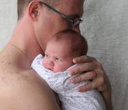 девушка отца newborn стоковая фотография rf