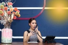 Девушка офиса, работник службы рисепшн, Clark, и азиатская бизнес-леди Стоковое фото RF