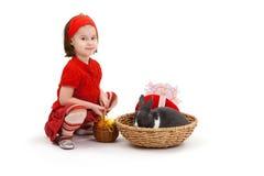 девушка пасхи зайчика немногая Стоковая Фотография