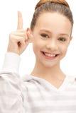 девушка перста ее подростковое поднимающее вверх Стоковая Фотография RF