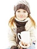 девушка питья чашки горячая немногая сь белизна Стоковое Изображение RF