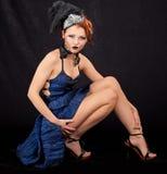 девушка платья предпосылки черная голубая Стоковые Фото