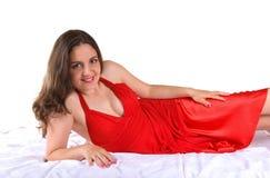 девушка платья представляя довольно красный цвет Стоковые Фотографии RF