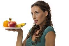 девушка плодоовощ вручает ваше Стоковое фото RF
