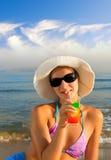 девушка плодоовощ коктеила выпивая Стоковая Фотография