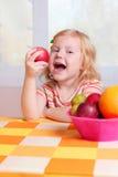 девушка плодоовощ немногая Стоковое Изображение RF