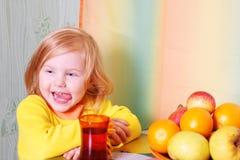 девушка плодоовощ немногая Стоковое фото RF